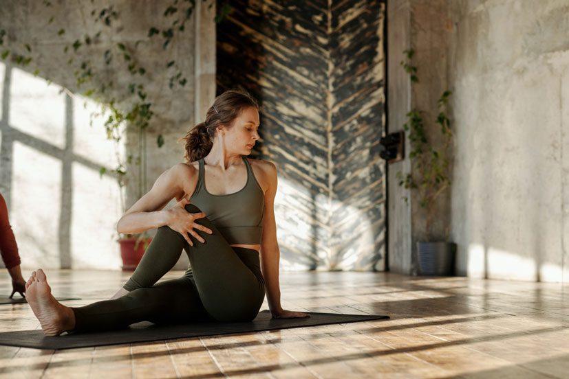 ejercicio fisico tambien en casa para el bienestar femenino con Artiseid Dinamika Woman